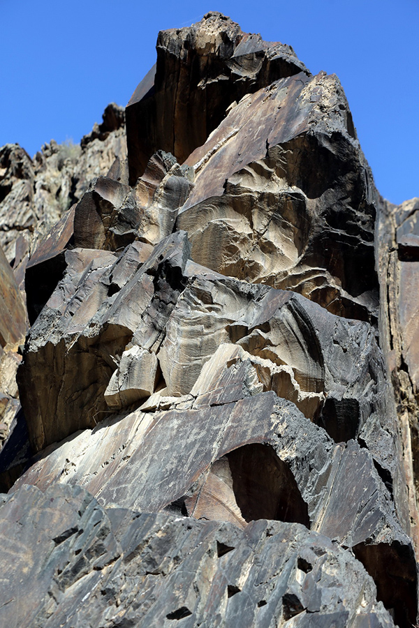 Сармышсай – музей на черных скалах